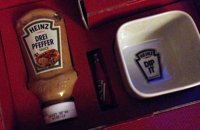 HEINZ Drei Peffer Sauce, USB Stick und WMF Dip Schale mit HEINZ Prägung