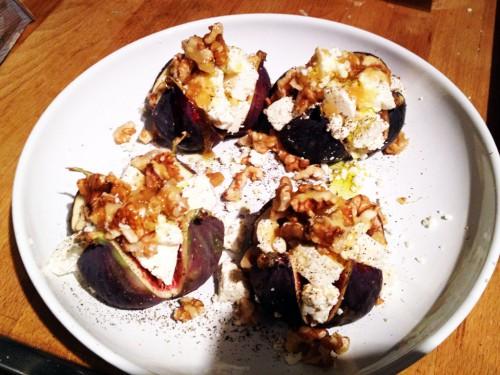 Feigen mit Feta und Honig-Wallnüssen - ideal zum Grillen!